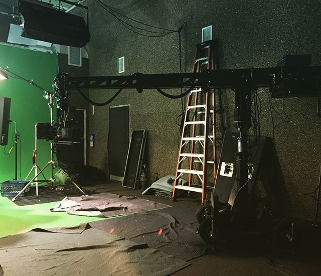The Mini Technocrane fully extended. . . . . #camera #technocrane #supertechnocrane #dp #dırectorofphotography #gettheshot #producer #onset #setlife #bts #cinema #cinematography #photooftheday #cameraoperator #cameraassistant #hardwork #asc #alexa #production #productionlife #goals #solitude #so #filmmaking #movies #crewlife  #goodvibes #instagood #warehouse