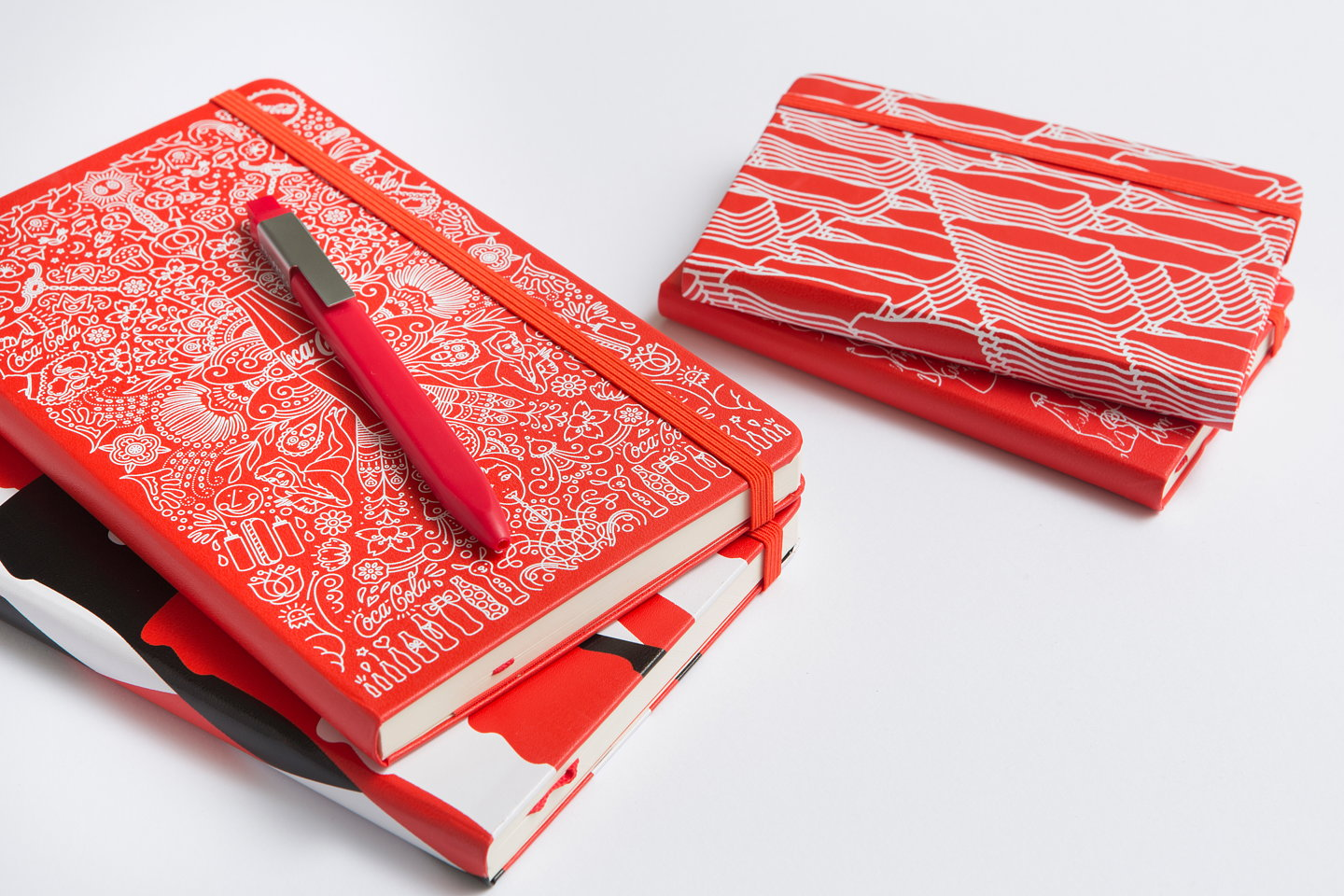 Moleskine_100th_Anniversary_of_Coca_Cola_Bottle_09_gallery.jpg