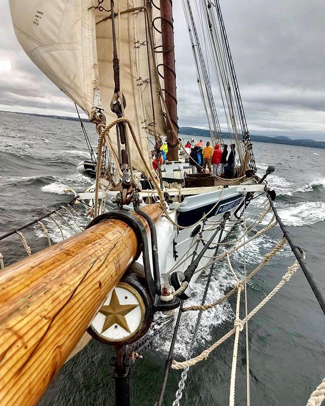 Reached 10 knots yesterday! #sailing #tallships #penobscotbay 📸: @nafiunawal / 📹: Captain Richard Bailey