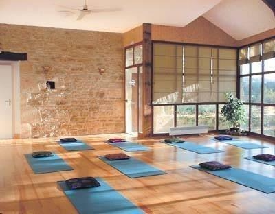 72979e13842cc9d76452b34c62e91491--yoga-studio-interior-yoga-studio-design.jpg