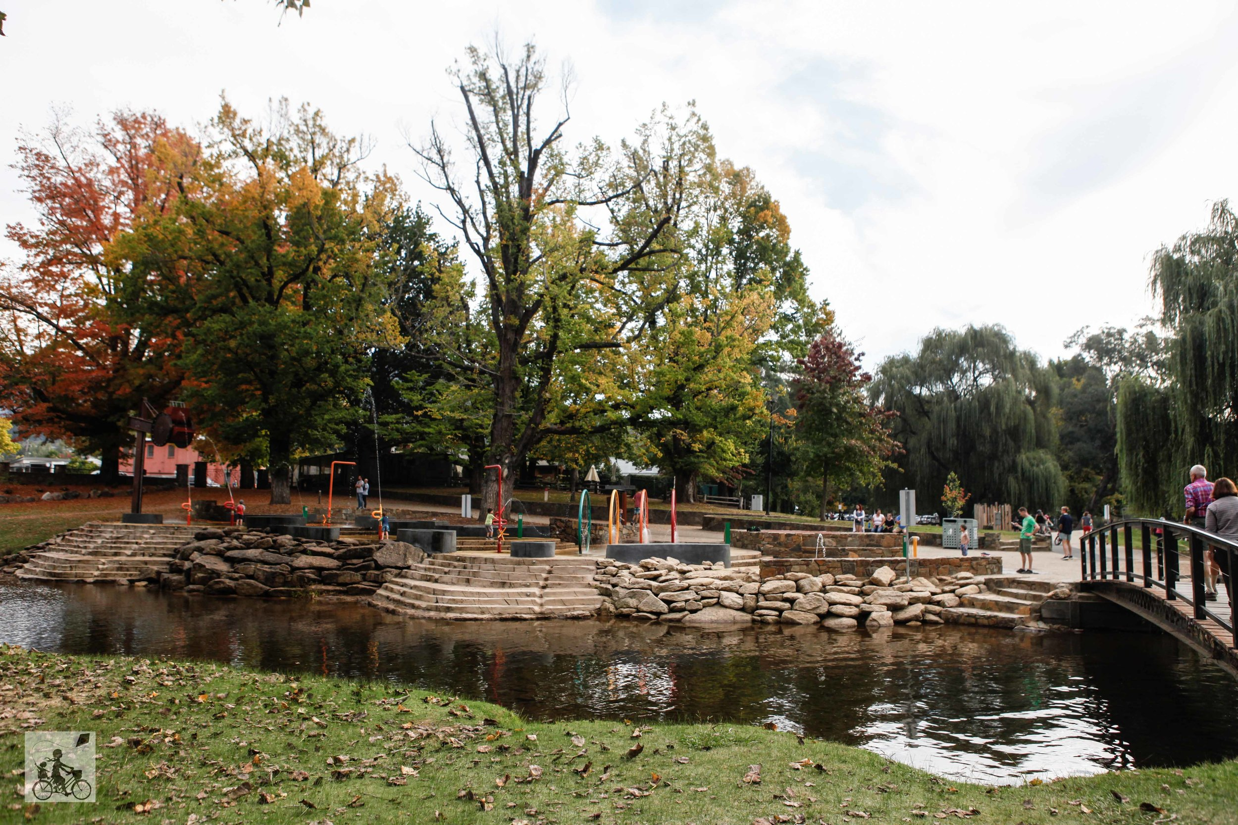 Mamma Knows East - Bright Splashpark Water play