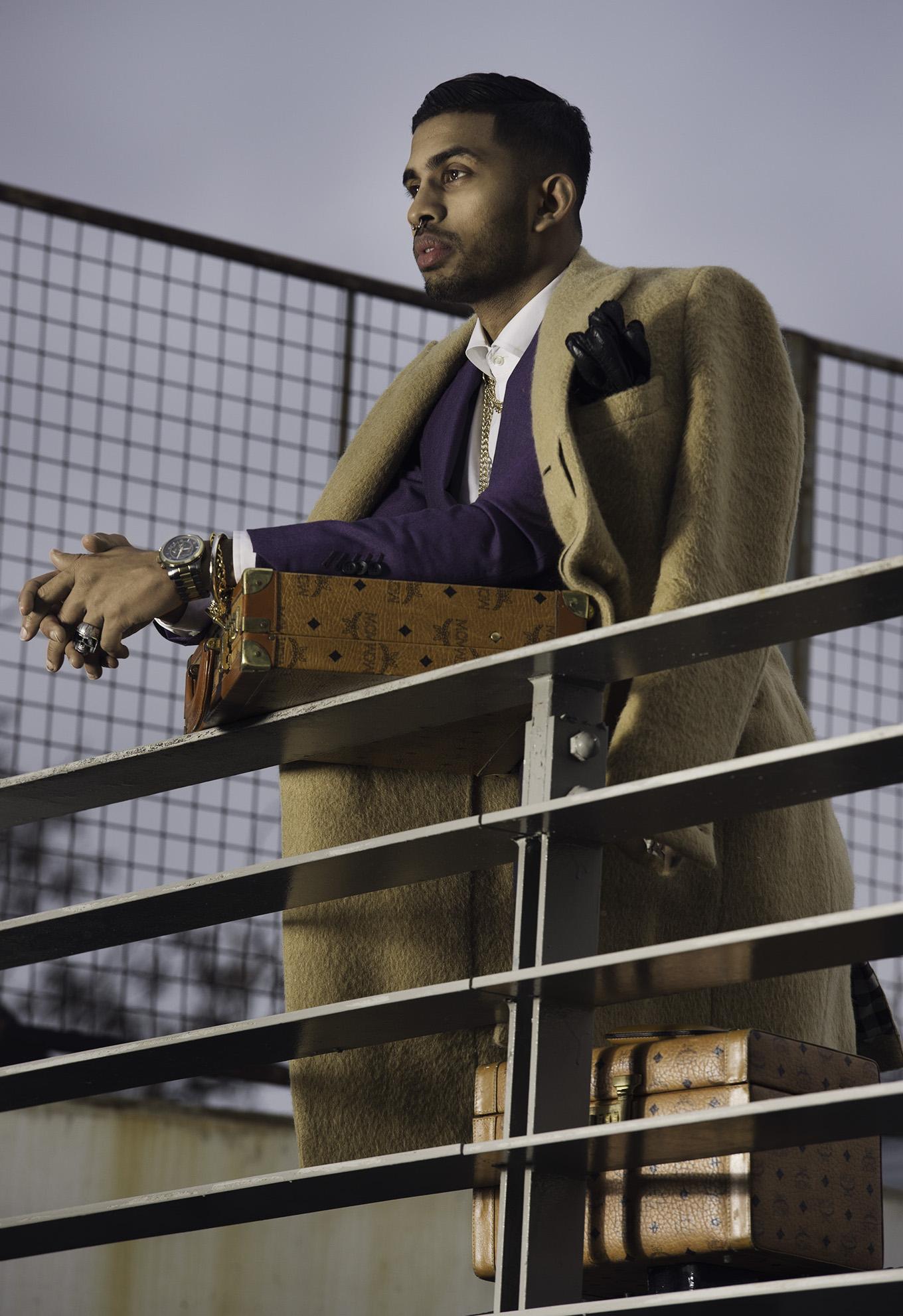 LAPADA+THAD+Purple+suit+balcany+0195.jpg