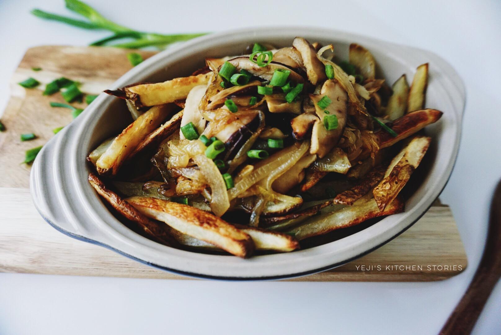 truffle-fries-caramelized-onions-shiitake-mushrooms