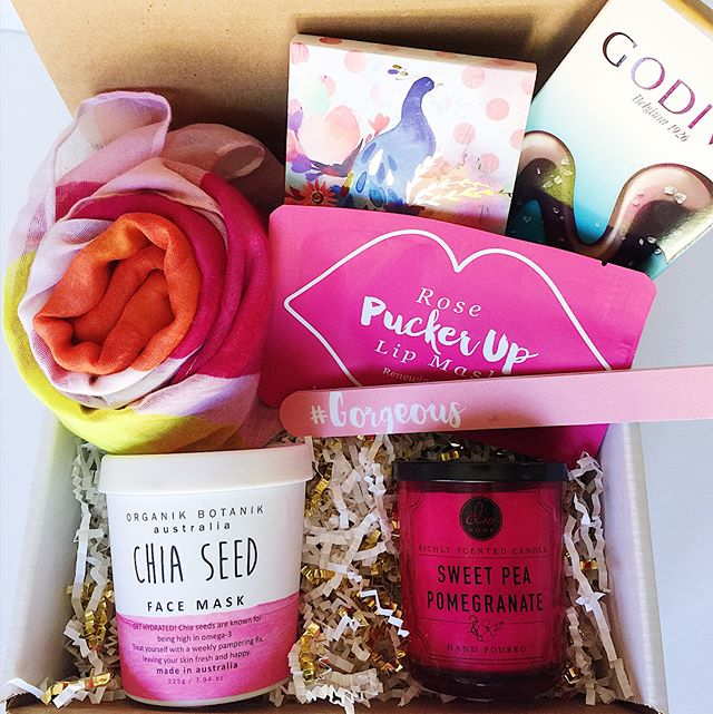 Did you guys know we have some amazing ready to ship boxes?? All you have to do is order and it goes right in the mail! Order one of these boxes by today for Christmas delivery (though we can't guarantee, we will do our best!)!! All proceeds go towards our Bags of Hope work we do in cancer units. We love to meet the patients and hear their stories. But mostly, we love to bring them hope! Order today by clicking the link in our profile!! Custom box orders are not guaranteed for Christmas delivery at this time. 🎄❤️