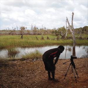 4 The Mulka Project: The whole picture: Wukun Wanambi with Henry Skerritt   Images courtesy and © The Mulka Project, Yirrkala