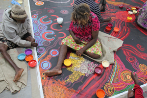 5 'Anangu culture is family culture': Collaborative painting in the APY Lands: Nyurpaya Kaika-Burton and Hannah Kothe,  Kaltjiti    Production view of  Kungkarangkalpa – Seven Sisters , 2016, Kaltjiti Arts, Fregon community, 23 May 2016; image courtesy Ernabella Arts, Pukatja communitY