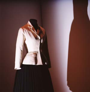 5 The fashion phenomenon: Fashion in the gallery and museum: PETER MCNEIL   Christian Dior, Bar Suit, haute couture, Spring–Summer 1947, Les Arts Décoratifs, Ufac collection, Mode et Textile, in association with Christian Dior, 1958. photo: Thierry Dreyfus for Eyesight Group