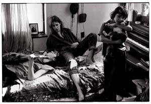 7 Annie Leibovitz: A Photographer's Life 1990 – 2005: ANDREW QUILTY   Patti Smith with her Children, Jackson and Jesse, St. Clair Sho res, Michigan, 1996. All photographs © Annie Leibovitz; from Annie Leibovitz: A Photographer's Life, 1990 – 2005