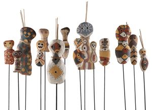 3 Connection, Dislocation, Reclamation and Innovation: The 2010 National Aboriginal and Torres Strait Islander Art Award: JANE RAFFAN   Girringun Artists,  Bagu with Jiman,  ceramics, overall 165 x 410 x 90cm. Image courtesy the artists. All photographs this article by Regis Martin