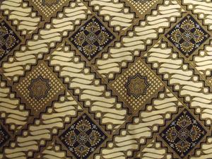 8 Battle of the Batiks: HELEN MUSA   Enteng Jodo Studio, Yogyakarta, Indonesia, sarong with parang   rusak  motif,  batik  cap on cotton, 109 x 230cm. Photograph by Helen Musa
