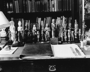 5 Sigmund Freud's Collection: DIANA SIMMONDS,  Sydney    Edmund Engelman, View of the writing desk in the study (detail), 1938, silver gelatin print. Courtesy Thomas Engelman