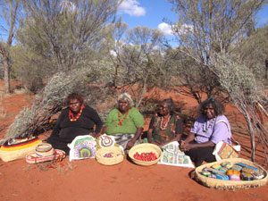 7 Kaltjiti Arts and Crafts: CAROLYN WILSON   Inawinytji Williamson, Iwana Ken, Fairy Stevens, and Kathy Maringka with products from Kaltjiti Arts, Fregon, South Australia. Photo Andra Archer, Archer Concept Group, USA