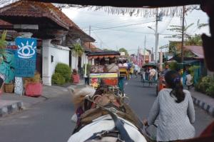 1 Letter from Indonesia: ALISON CARROLL   On the heritage trail in Yogyakarta. Photo Sulis Indiarto, Australian Embassy, Jakarta