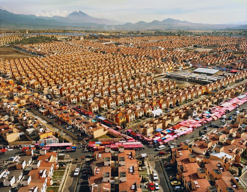 Credit:  Livia Corona Benjamin  (Livia Corona Benjamin, 47,547 Homes, 2009.)