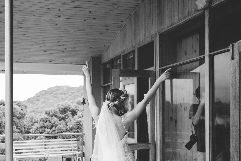 Hannah-Brad-wilderness-wedding-west-coast-victoria-vic-bay-backpackers-surfer-surf_0602.jpg