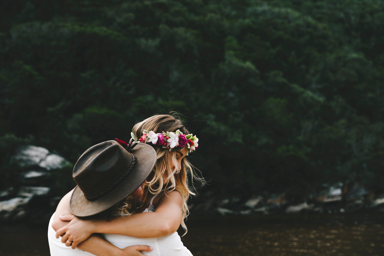 Hannah-Brad-wilderness-wedding-west-coast-victoria-vic-bay-backpackers-surfer-surf_0658.jpg