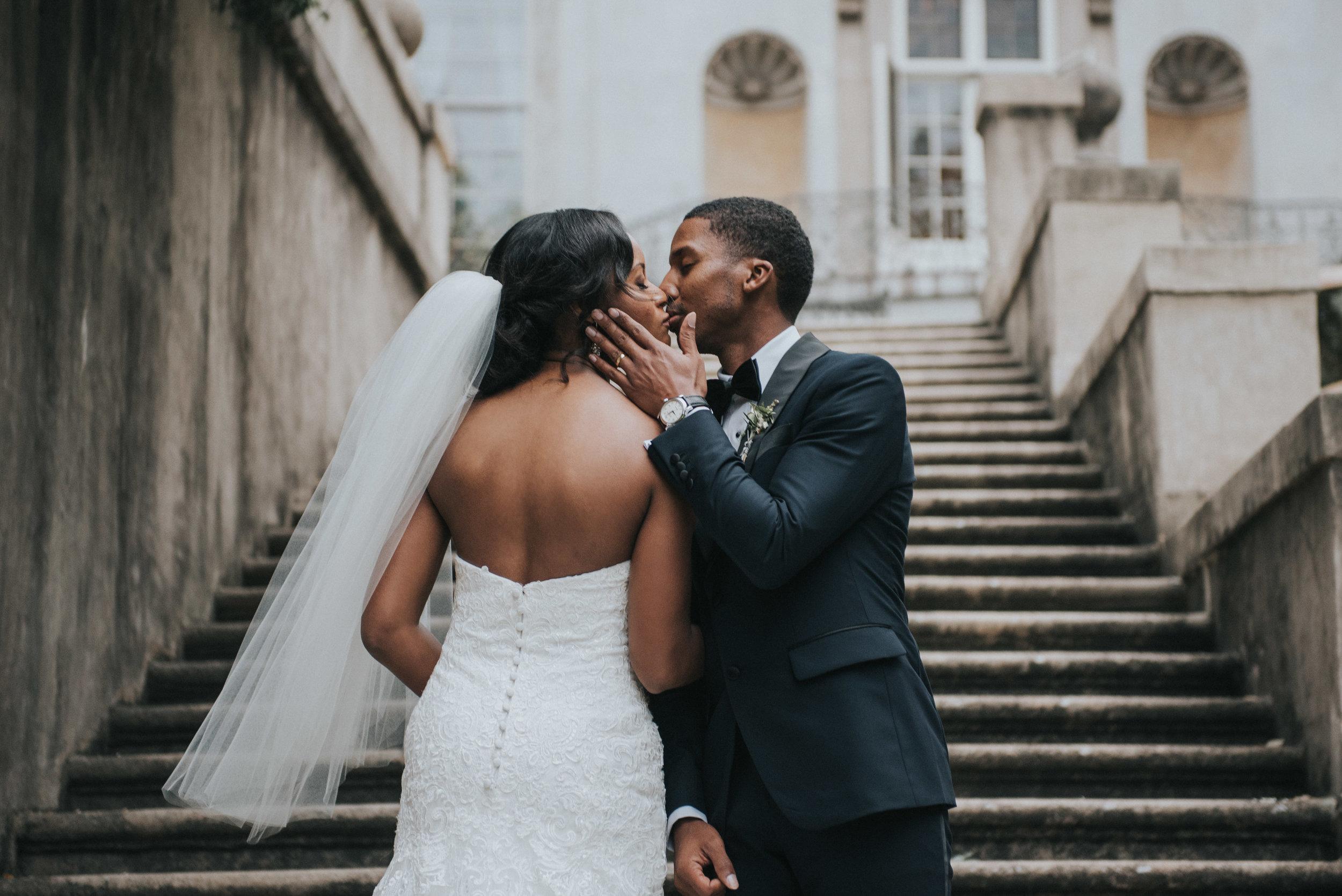 Bride and groom kiss on Swan House steps in Atlanta, GA