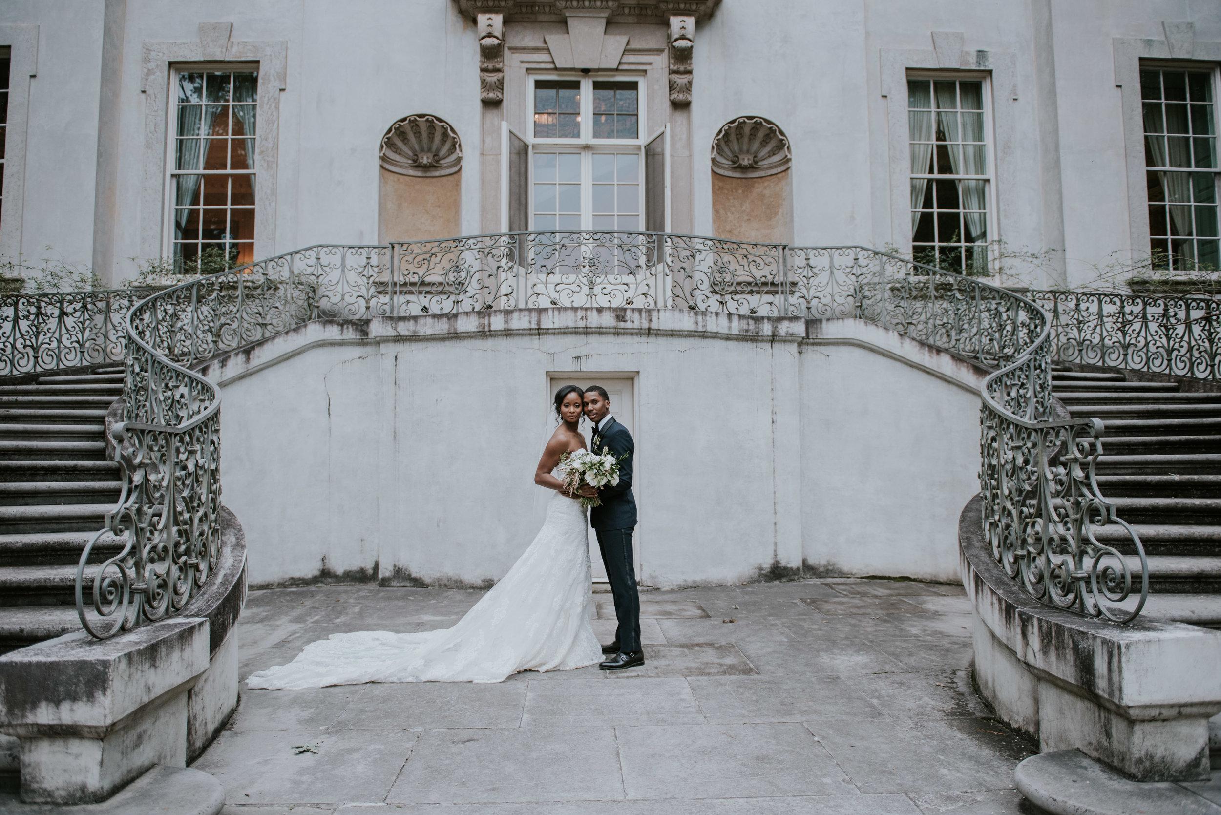 Bride and groom outside of Swan House in Atlanta, GA