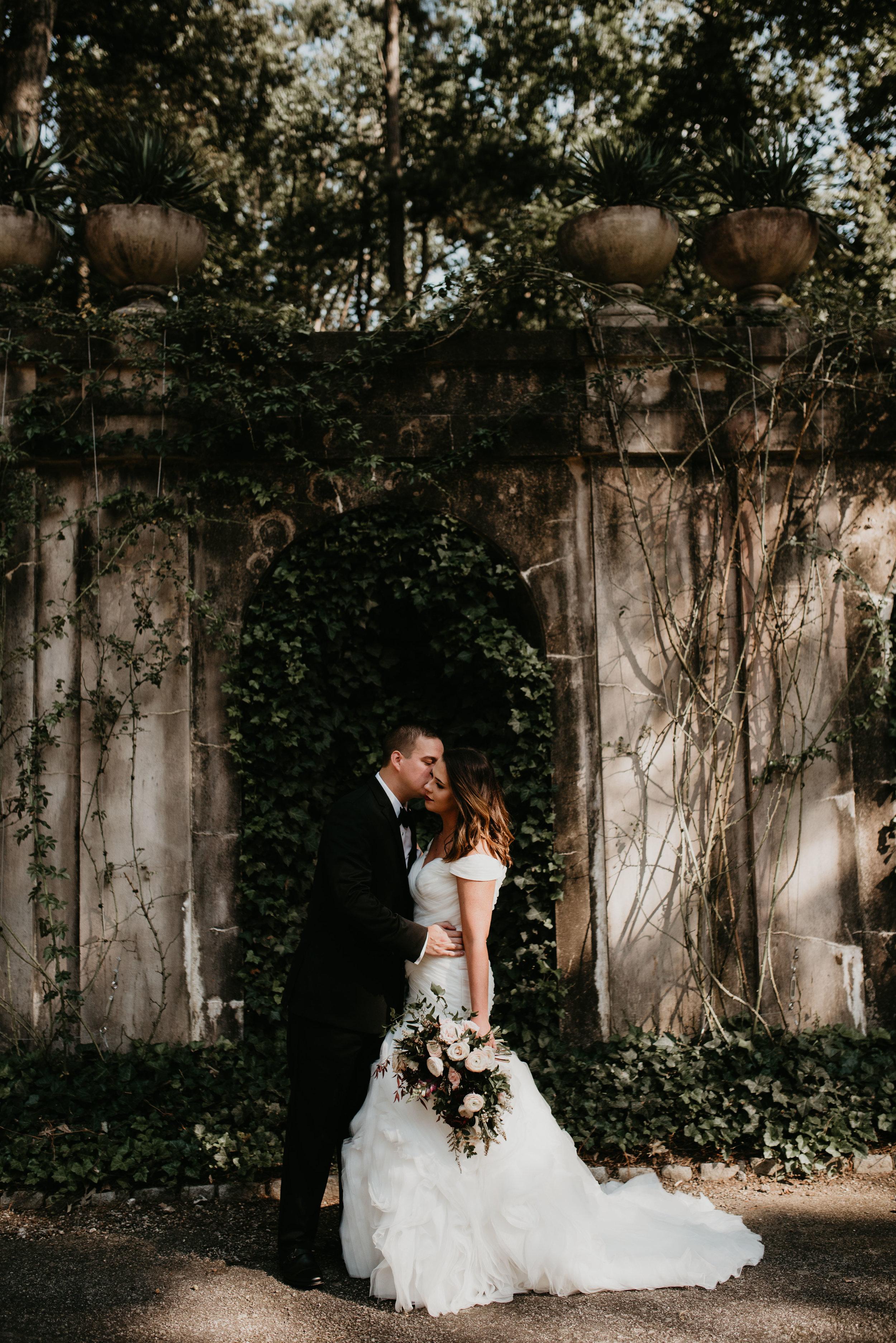 Bride and groom kissing at Historic Swan House in Atlanta, GA