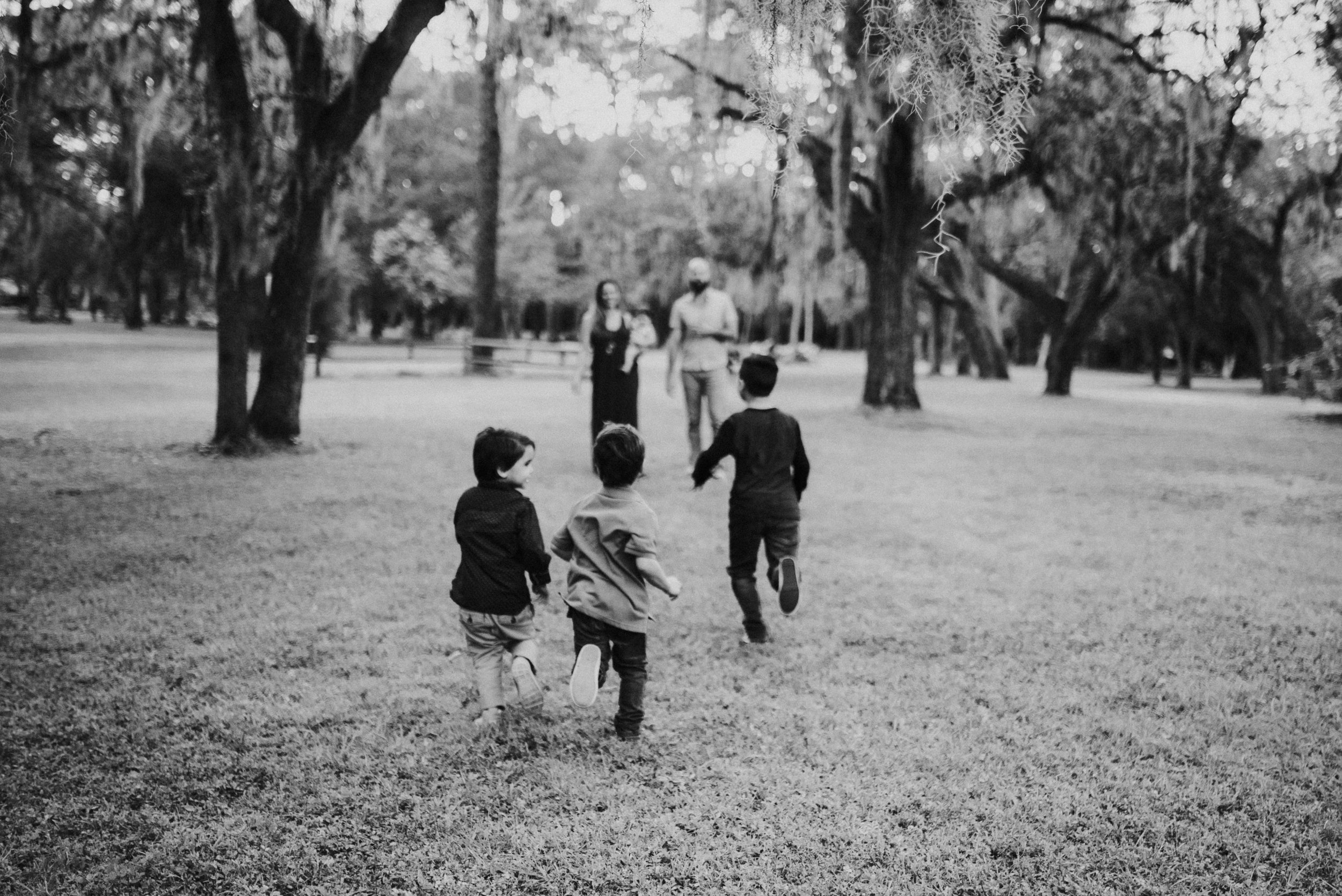 Kids running toward parents at orlando family photo session