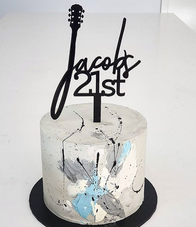 A custom guitar for Jacob with cake by @sistercanbake ⚡️⚡️ #guitarparty #guitarlover #guitar #birthdaycake
