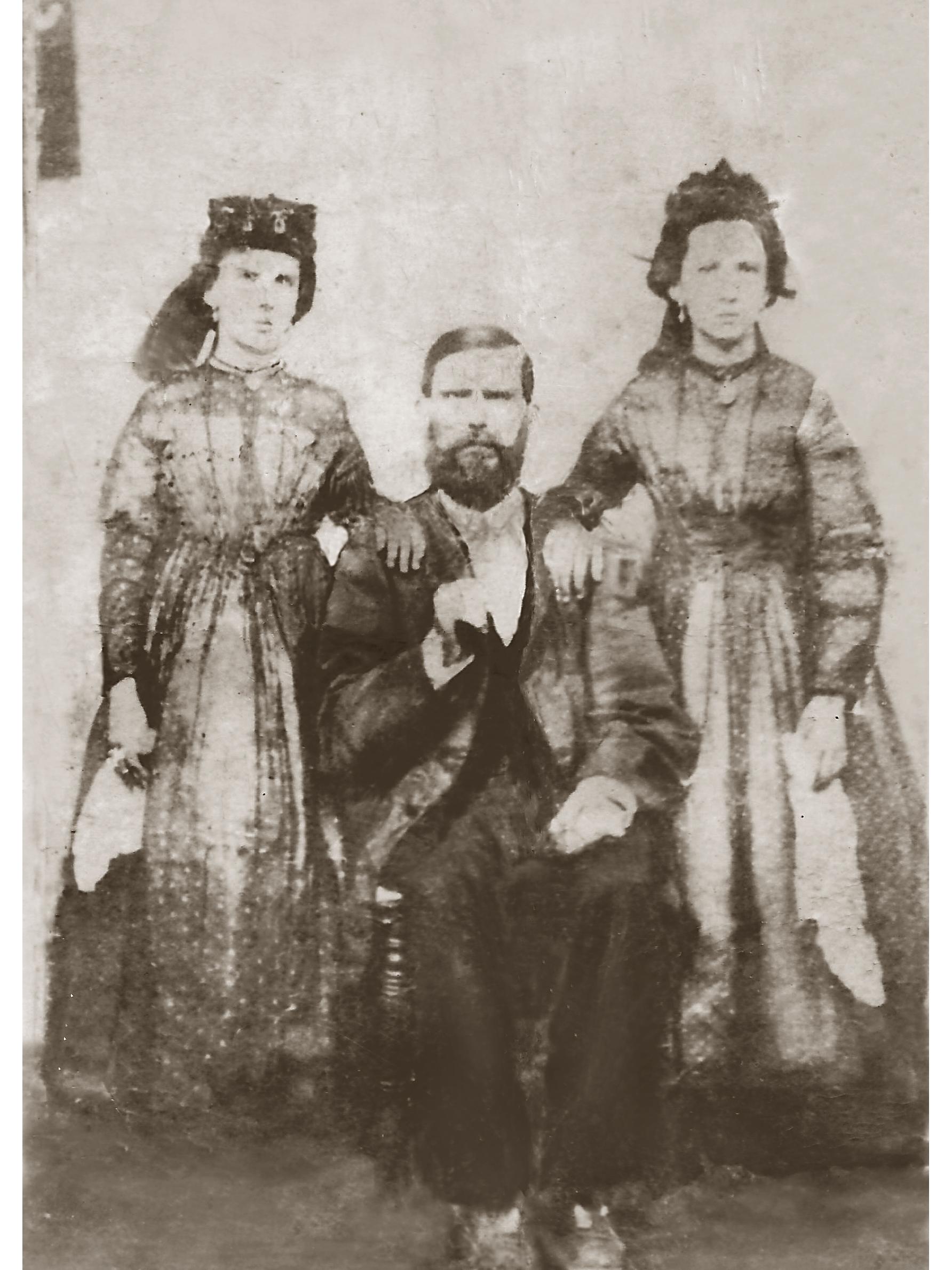 Una foto rinvenuta nell'archivio familiare di Jaime Lastra a Barranquilla, Colombia. Secondo lo storico della fotografia J. Barzurna, èlecito pensare che si tratti di Geronimo Lagomarsino, alias, Carbonò.