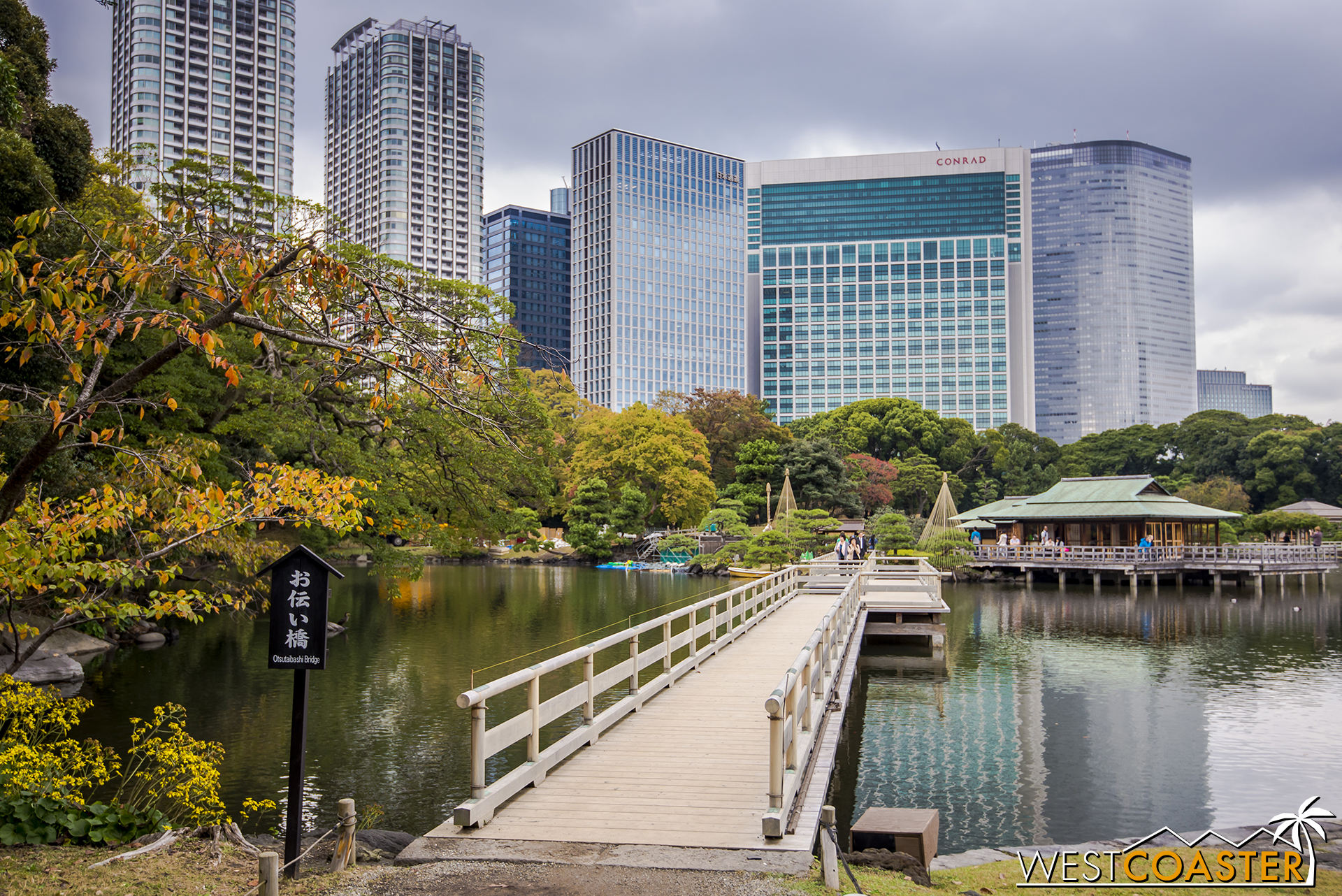 Hama-rikyu Gardens, located off Tokyo Bay near Tsukiji, offers a tranquil urban oasis in the middle of the bustling city.