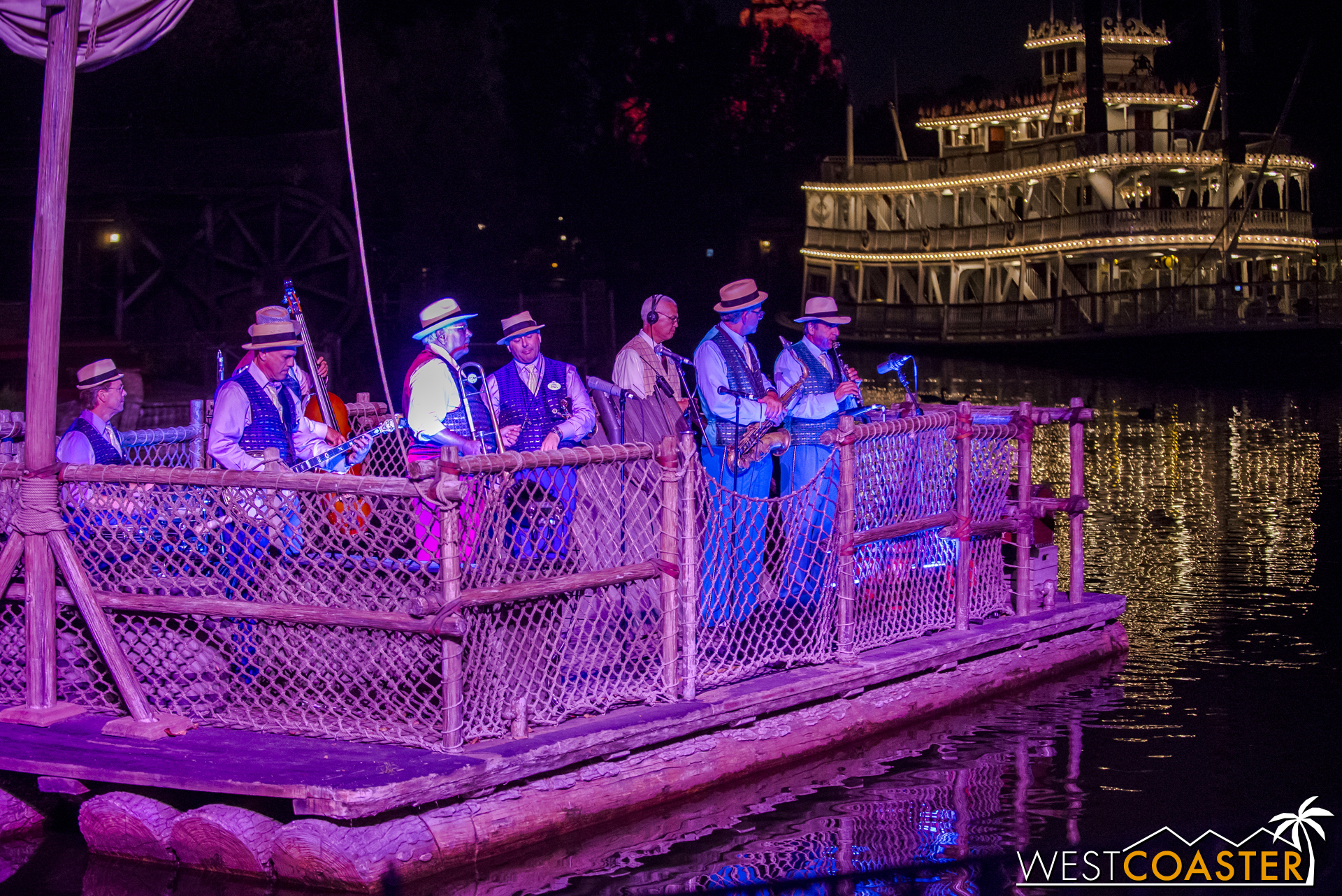 If you're at the park in the evenings, swing on by the Rivers of America to check outthe Jambalaya Jazz Band!