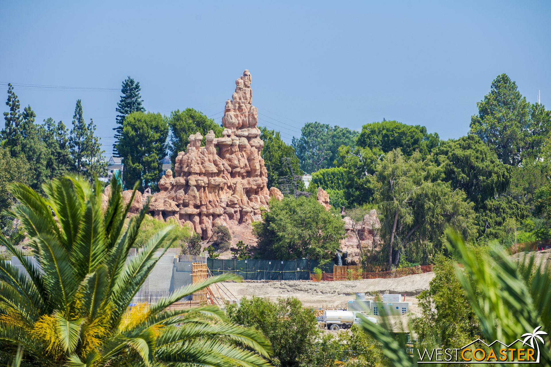 The tall, ribbed buttes of Big Thunder Mountain rise up as we move southward.