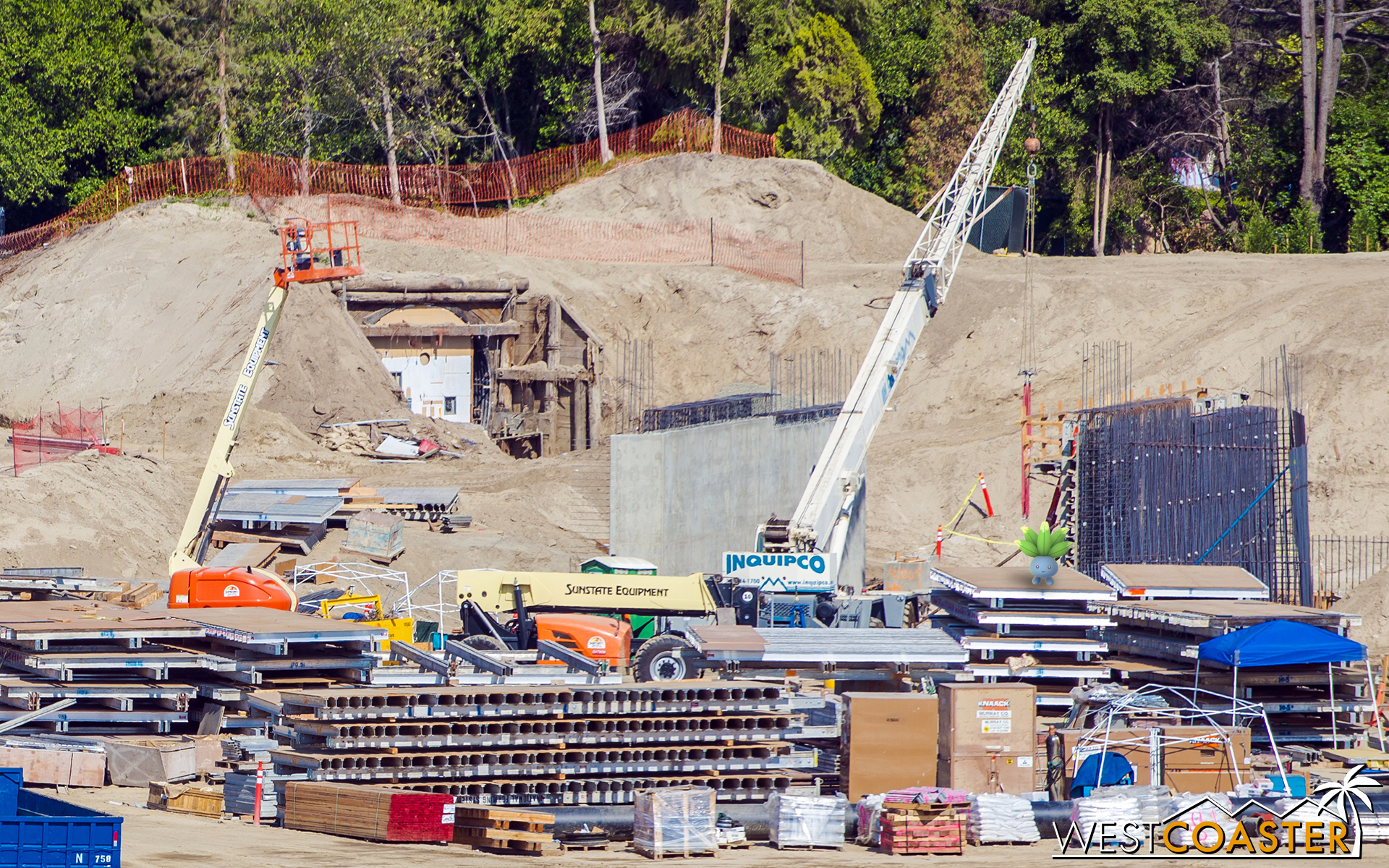 You can also see the tunnel that the Disneyland railroad will route through. At least it would appear that this is for the railroad.