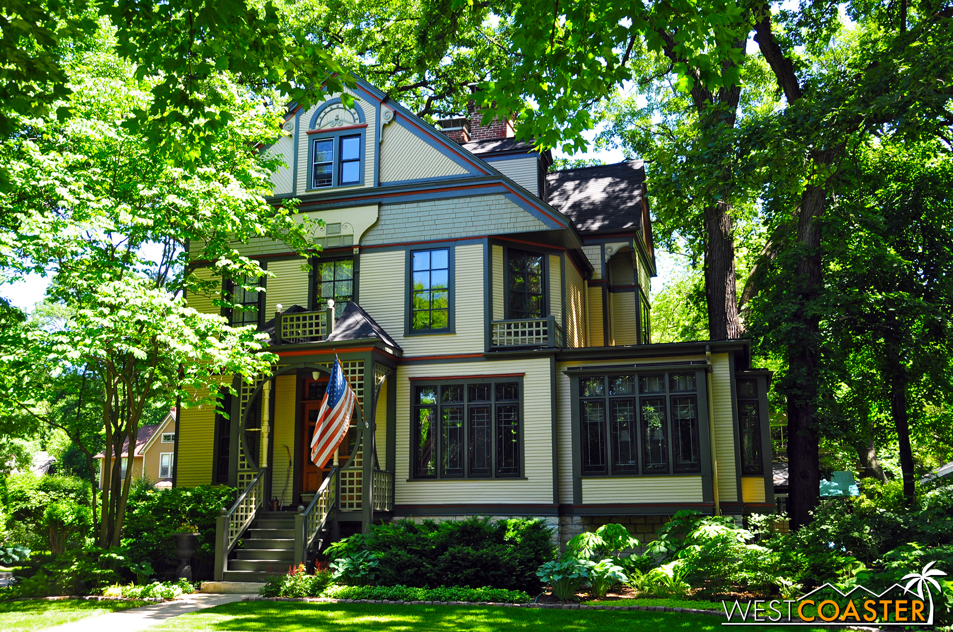 The community of Oak Park, located northwest of Downtown Chicago, features a charming variety of eclectic houses, including many designed by Frank Lloyd Wright.