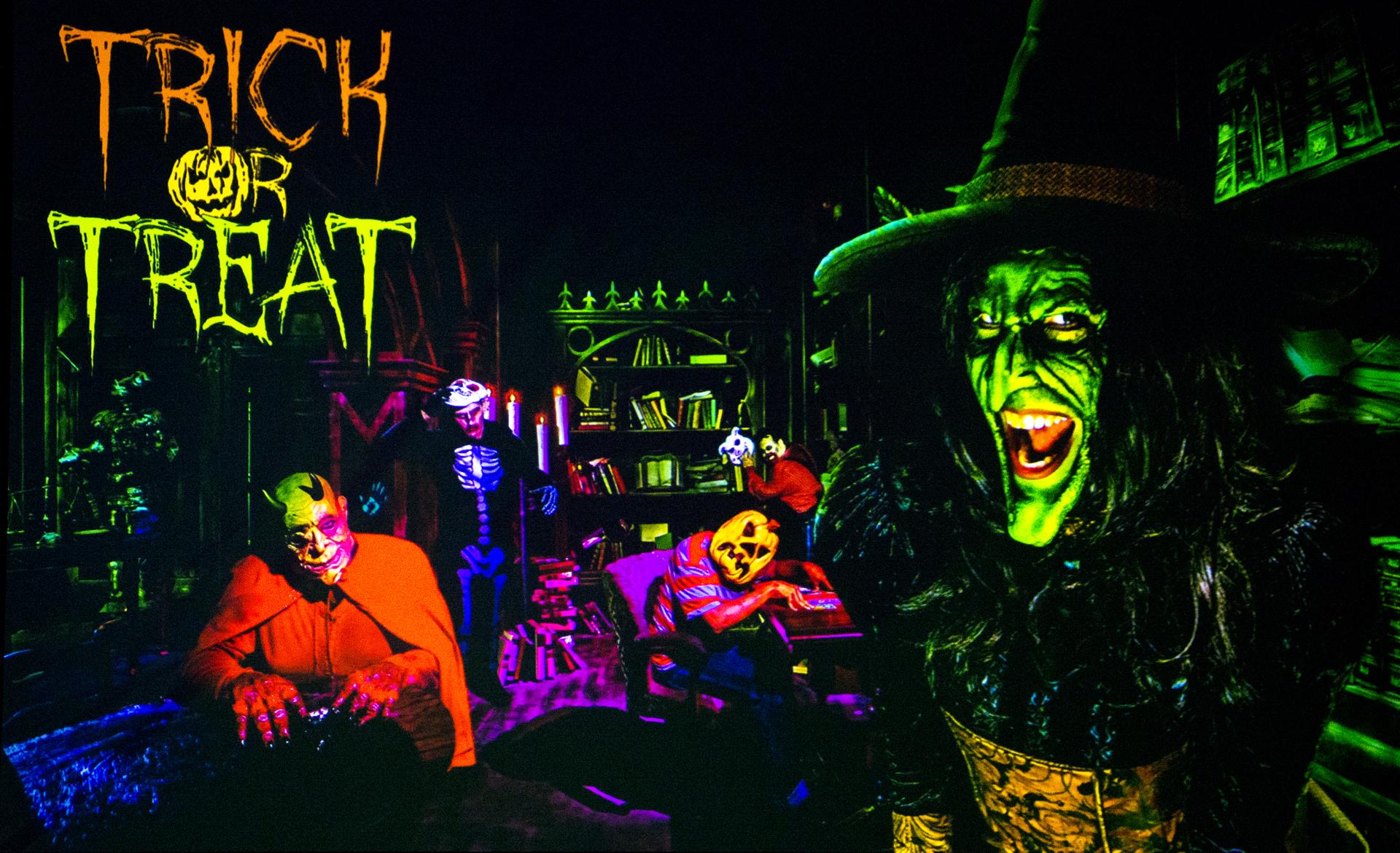 Trick or Treat (Image courtesy of Knott's Scary Farm)