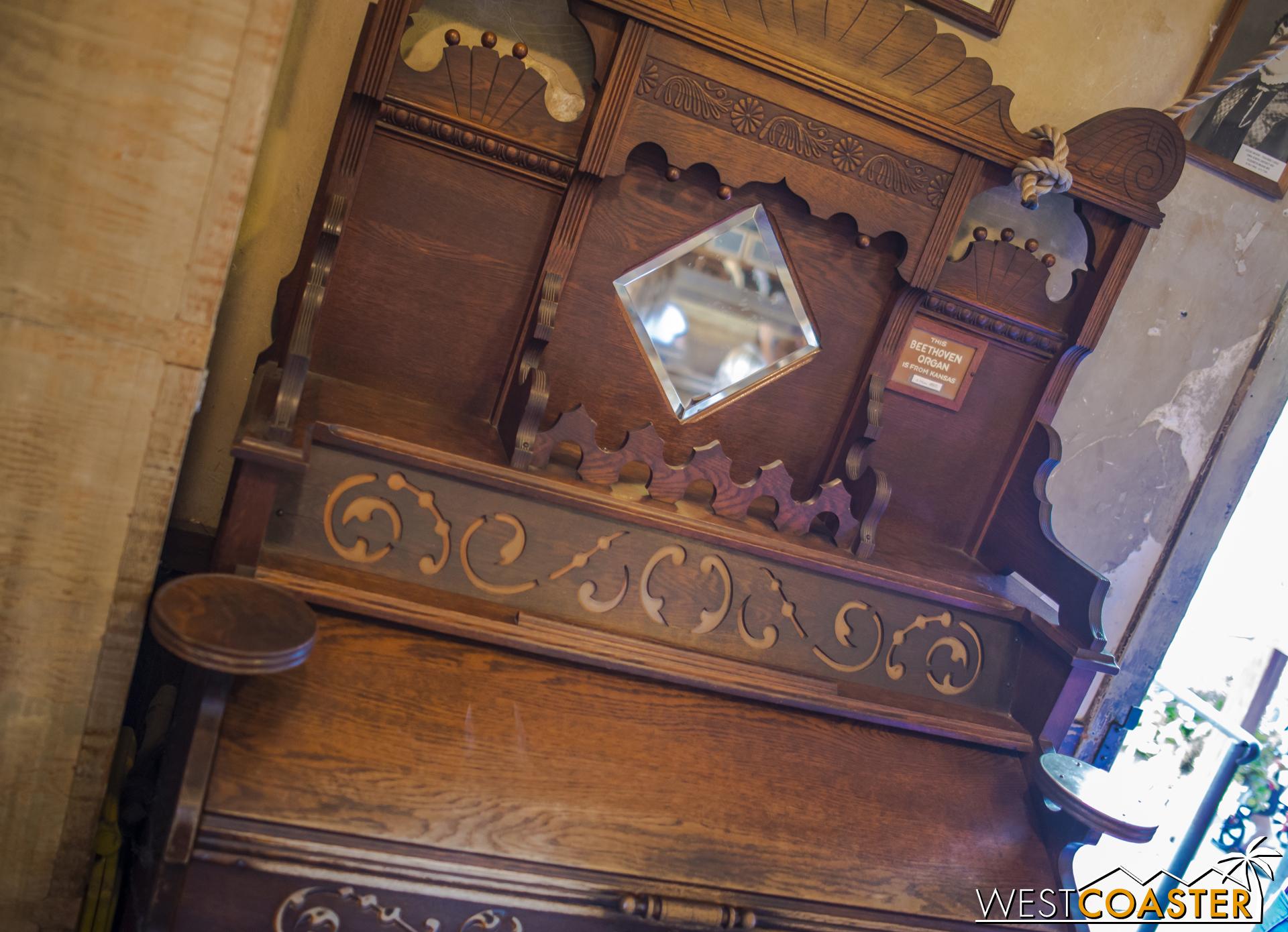 A little organ, also historic.