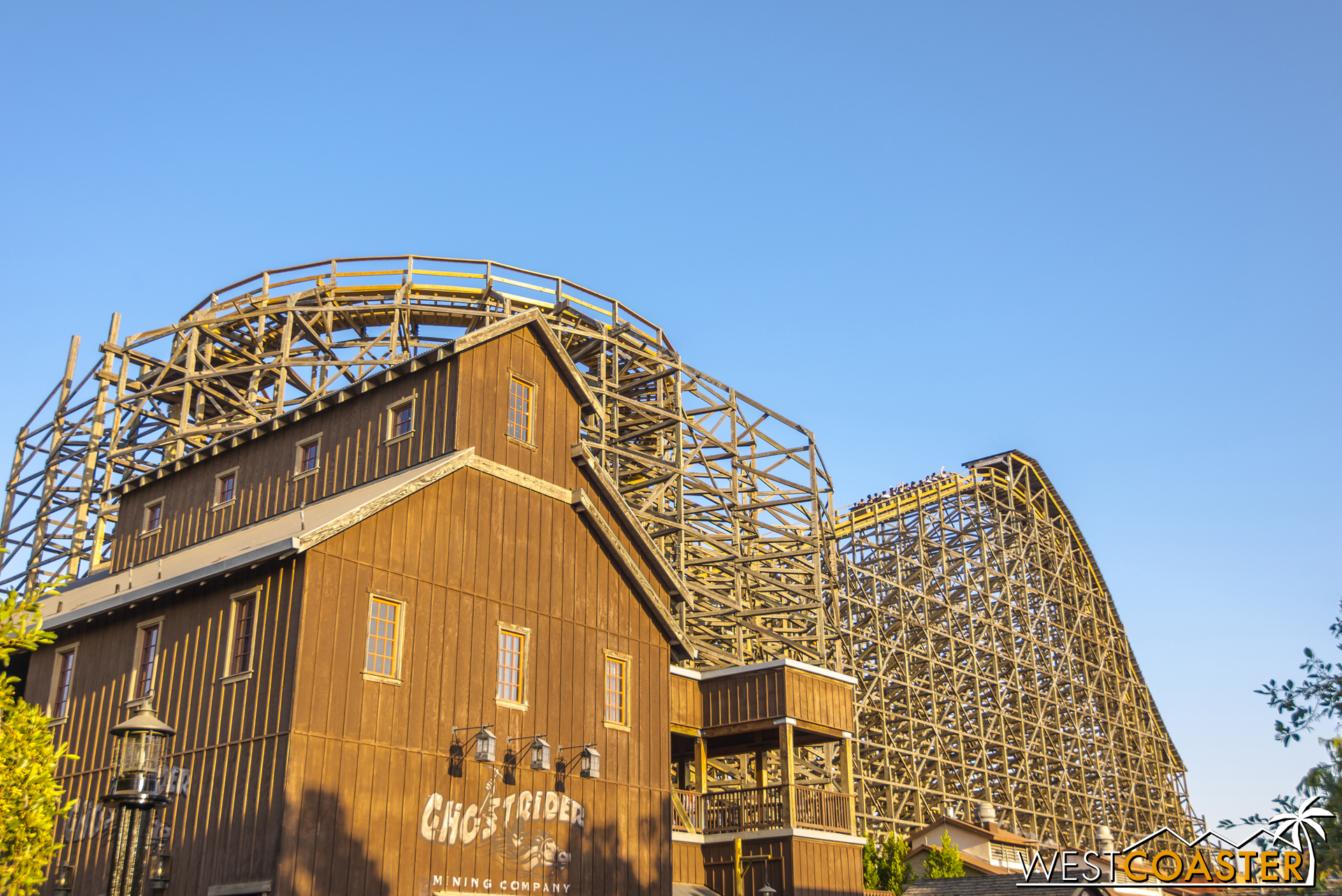 The ride really has a great visual profile from this side corner of Ghost Town.