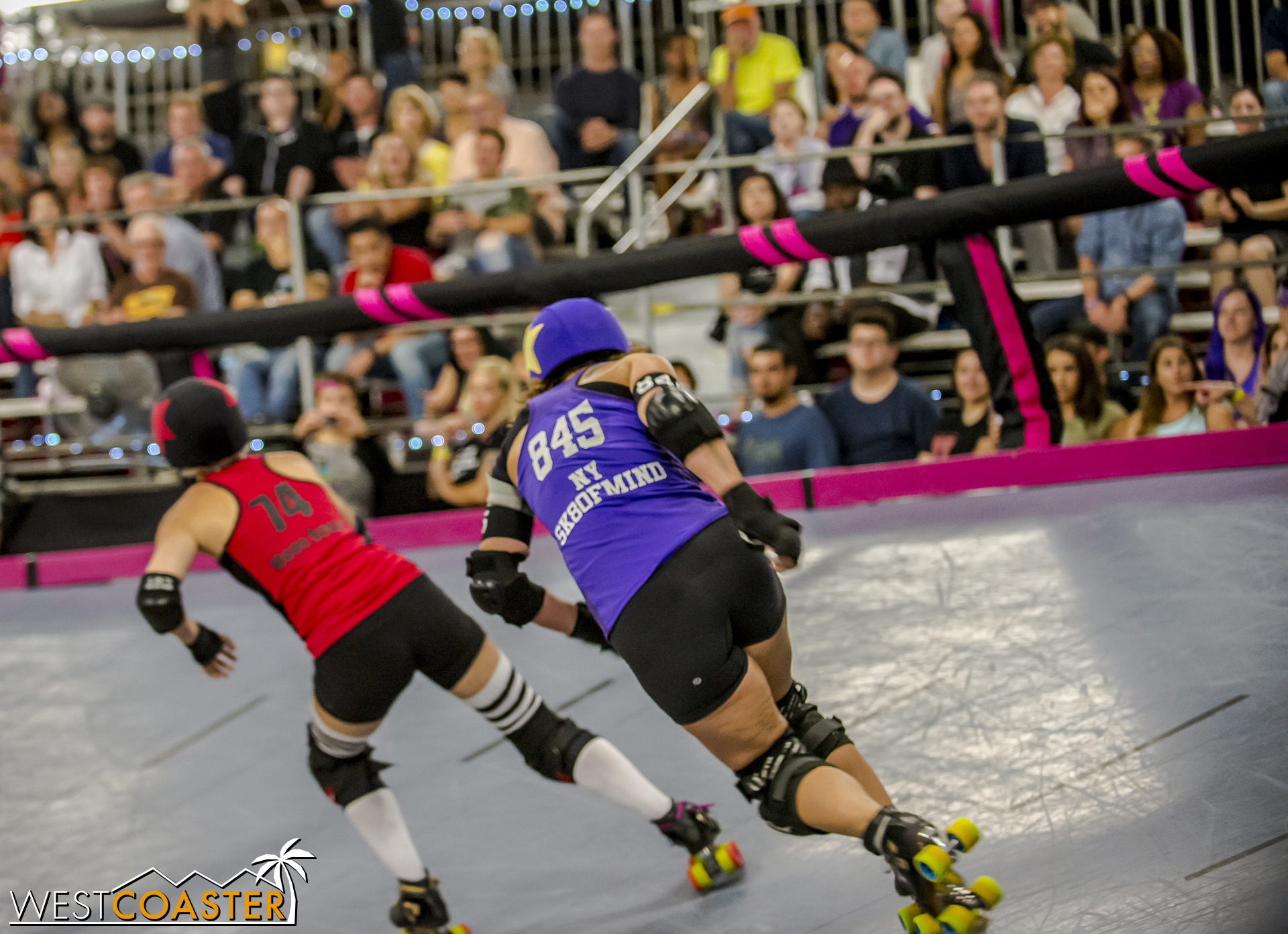 NY Sk8ofmind (get it?) chases down opposing jammer Moon Bootz.