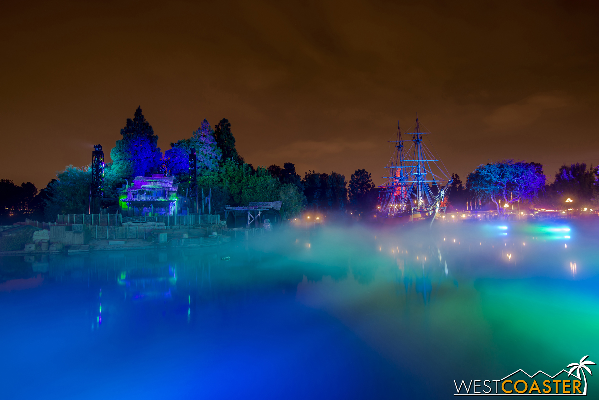 The fogged out Rivers of America provides an absolutely dramatic scene.