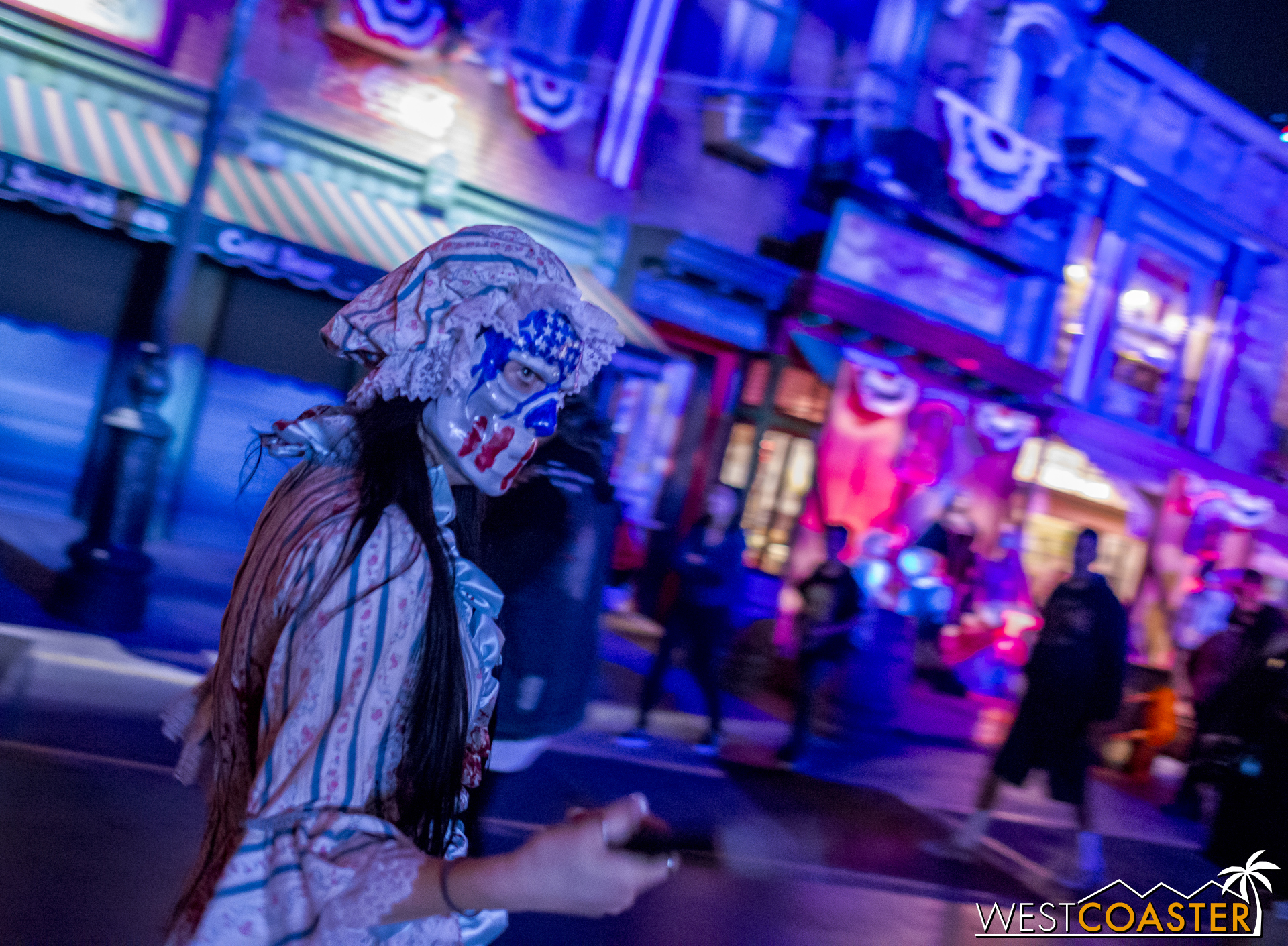 Of course, there have to be street scareactors to make this worthwhile, and plenty roam around here.