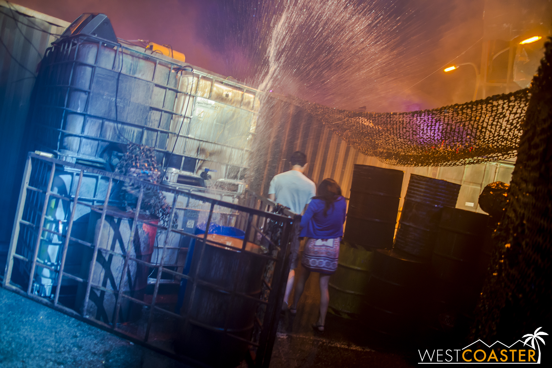 In fact, it's as though they took all the potential HHN moments and combined them into one massive water-splosion. Hit this part at the wrong time, and you WILL get drenched!