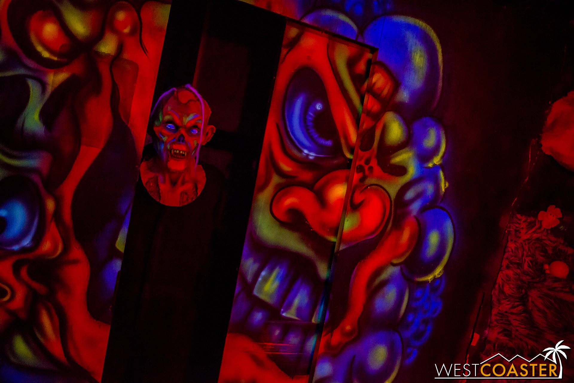 The 3D effect is achieved with black light painting and contrast of warm and cool colors to create depth.
