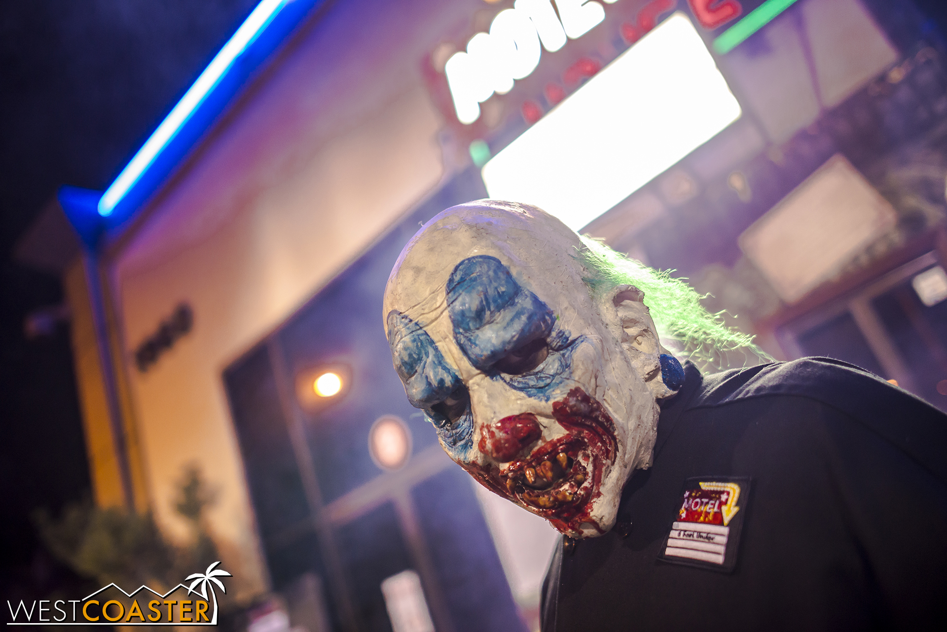 And, perhaps capitalizing on the current creepy clown hysteria, he adds a few scares to unsuspecting passers-by too!