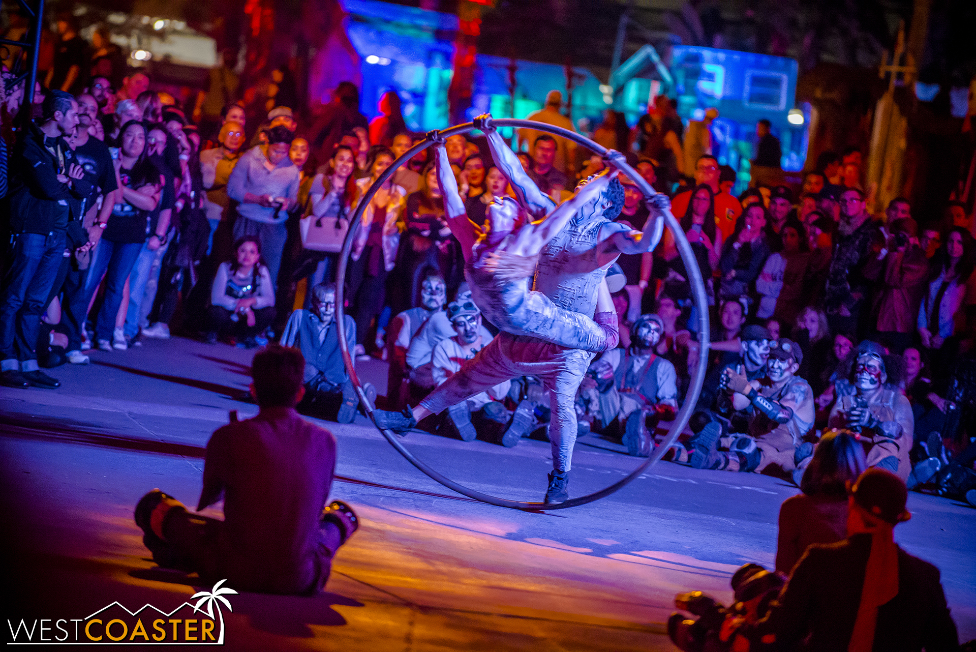 An impressive preshow featuring acrobats on the hoops provided a spectacle for both guests and sliders, who sat with attention.