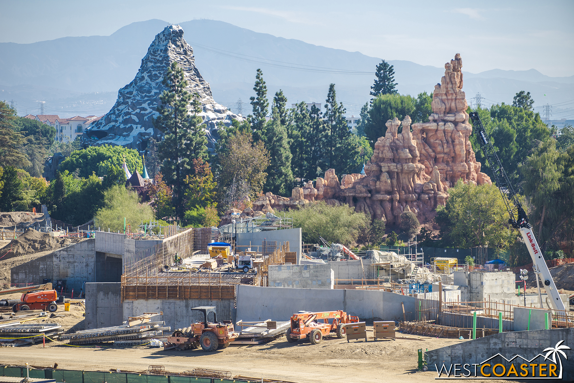 Moving over to the area behind Big Thunder Mountain.