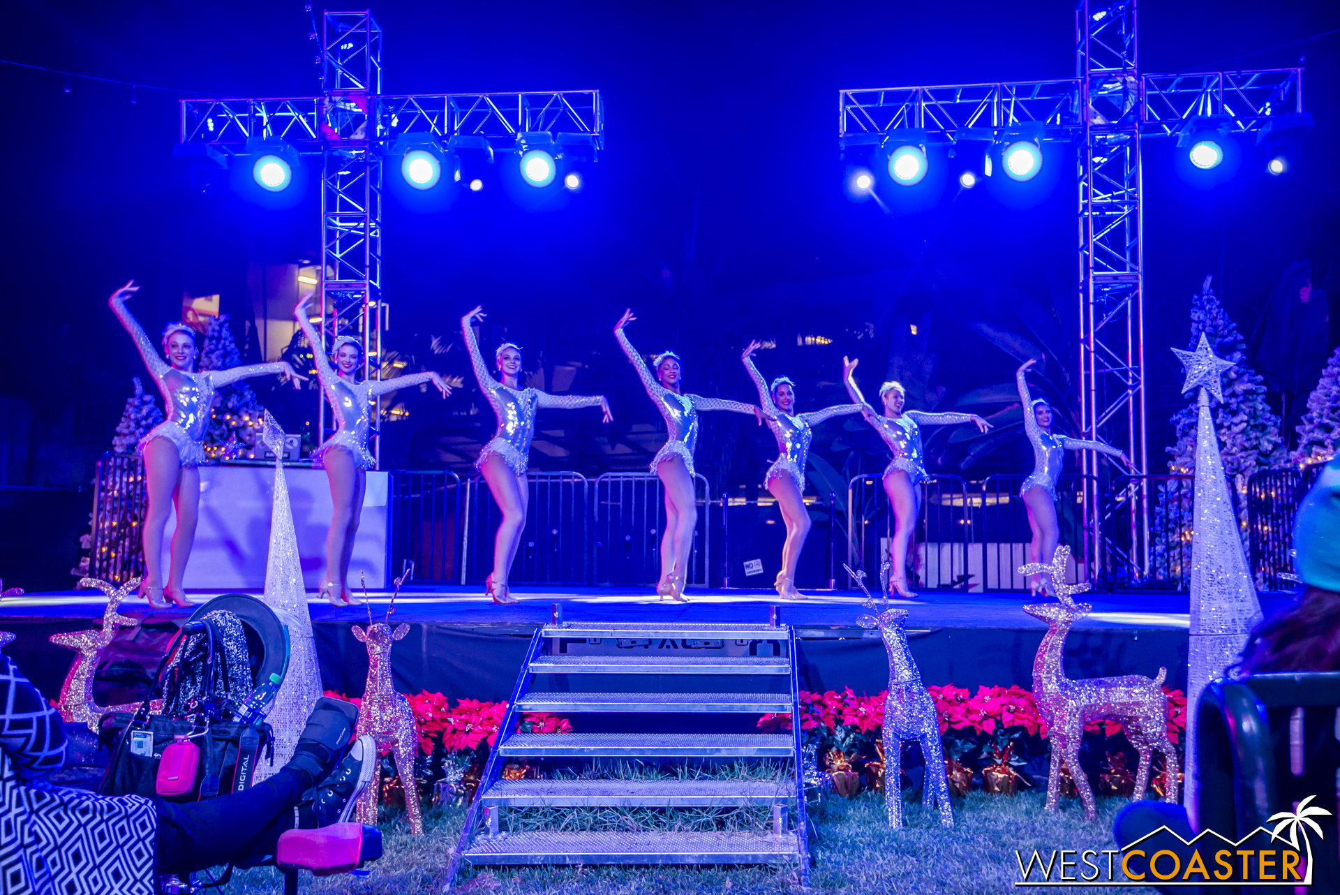 Shows (North Pole Main Stage) - 0003.jpg