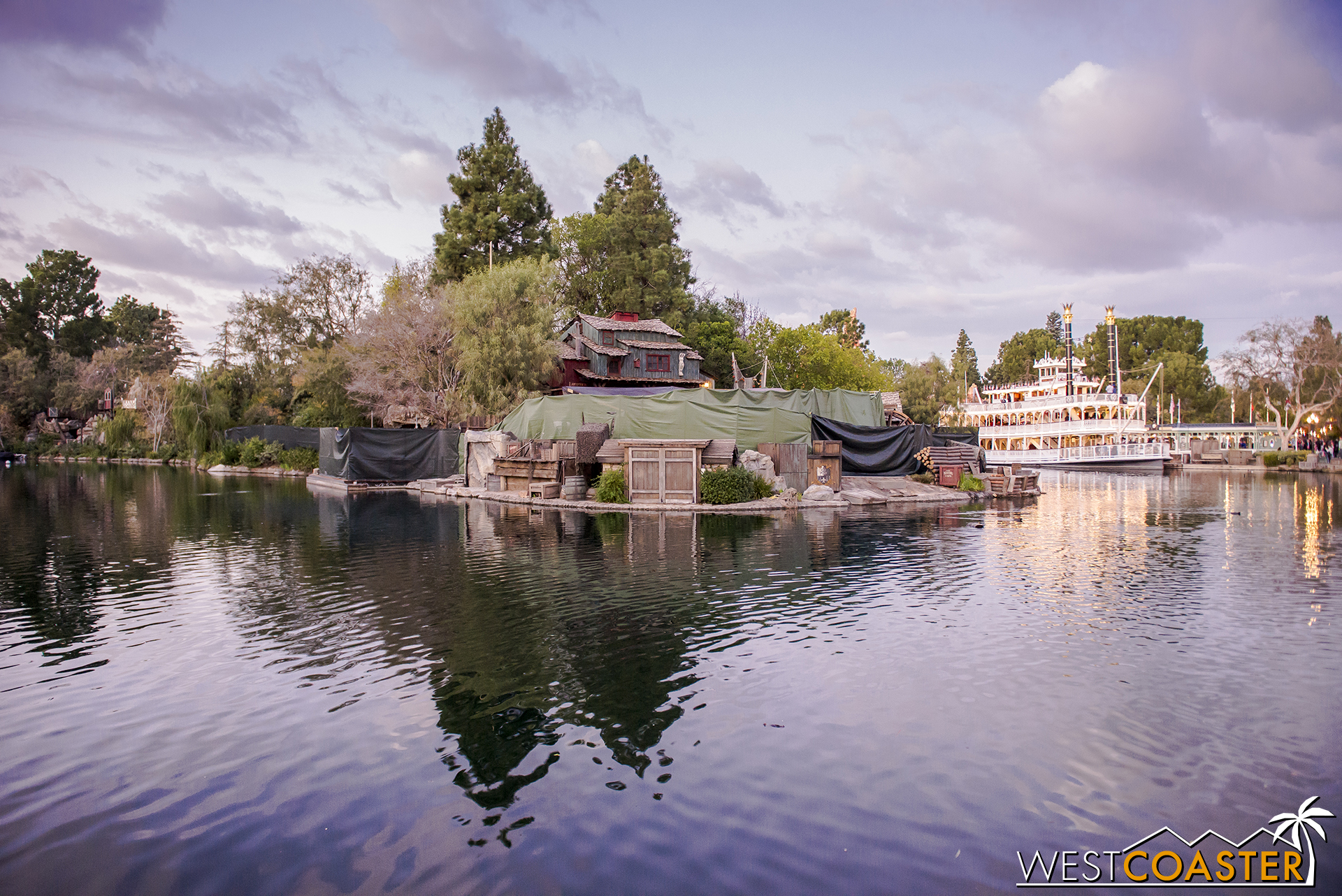 Back to the Island, I have it on very reliable but uncorroborated source that it will feature a reconfigured Maleficent pedestal that will now be Elsa casting incredible snow effects and whirling ice creations in the new FANTASMIC!
