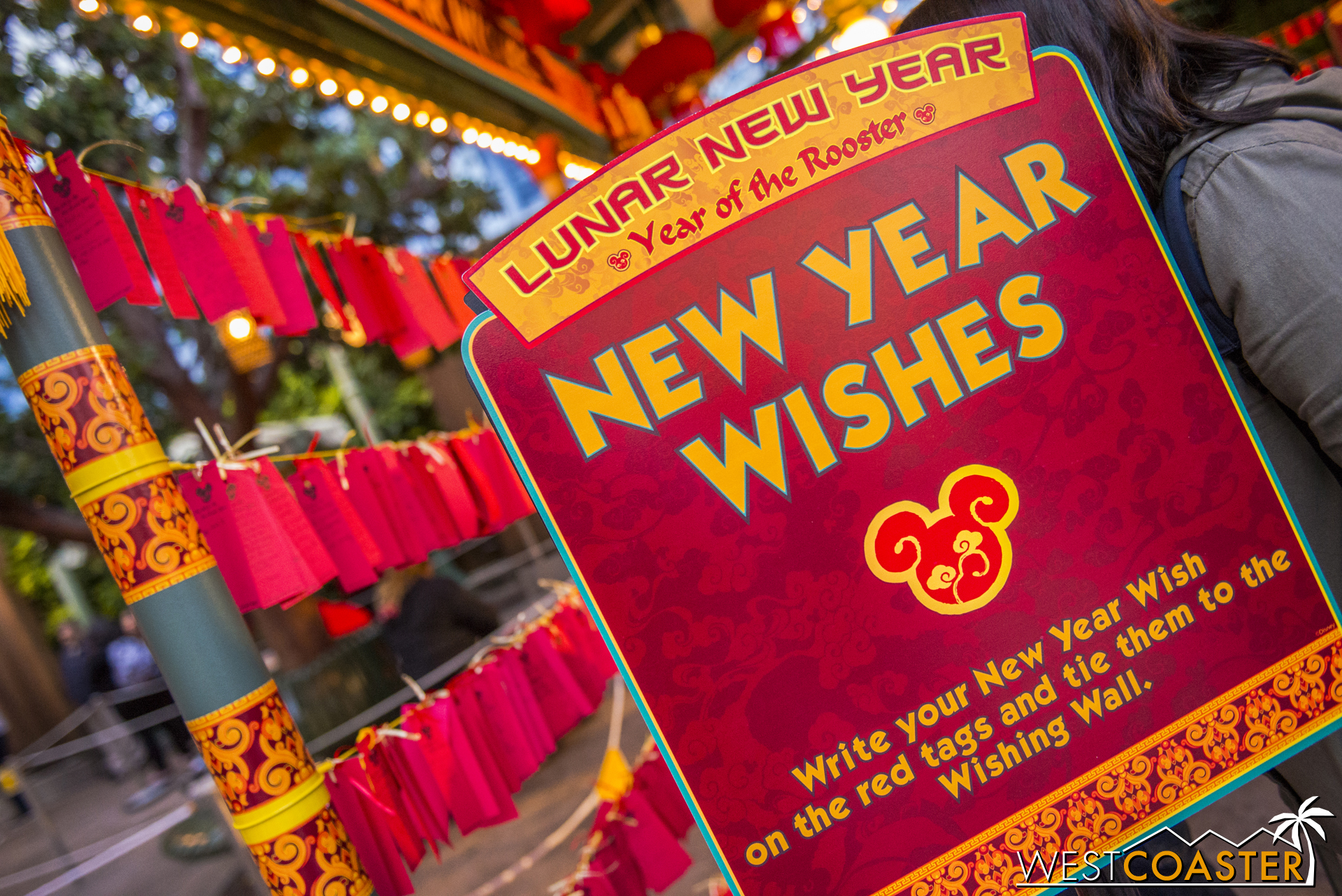 Guests can also write wishes on red tags and hang them for good fortune.