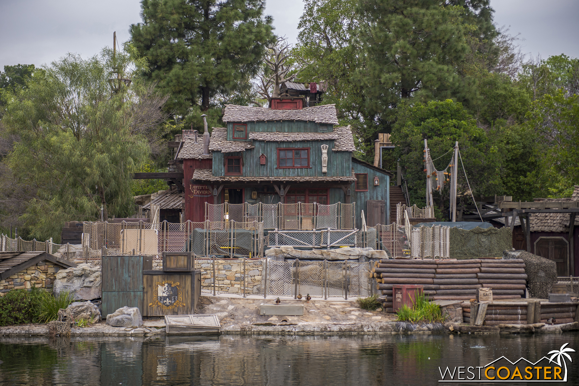 Whatever adjustments were made for the return of FANTASMIC! look well integrated.