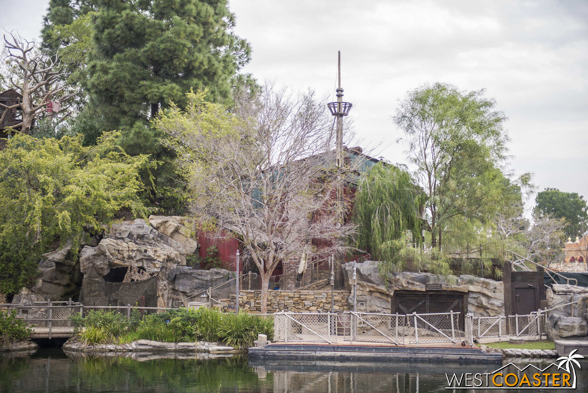 Tom Sawyer's Island has its own crow's nest as a pairing with the Columbia's.