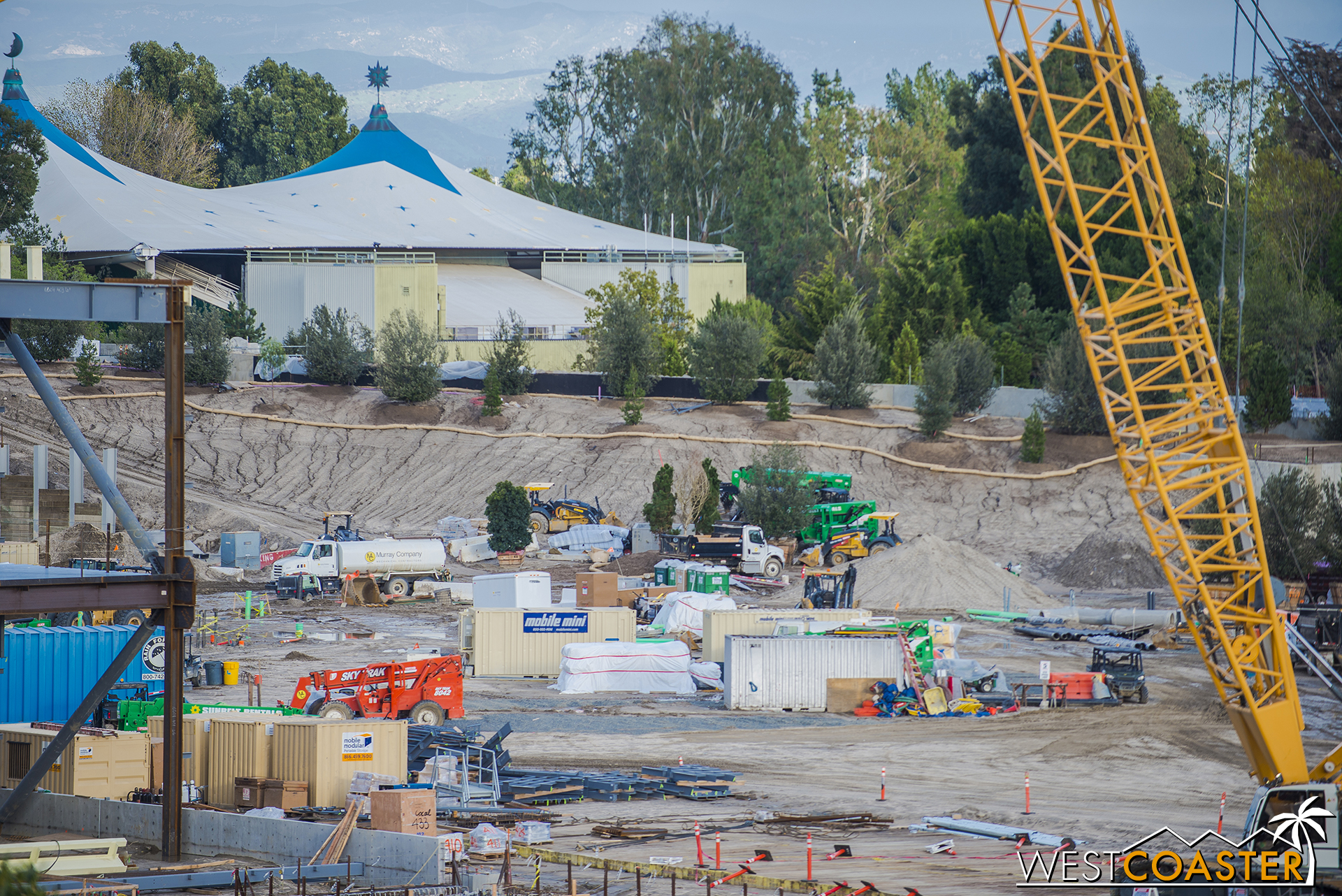 """So for anyone who might be concerned about how the existing lands transition into """"Star Wars"""" land, it's looking like they'll be taking that wilderness feel of Critter Country and Frontierland and smoothly transitioning that into this new outpost planet that's never been explored before."""