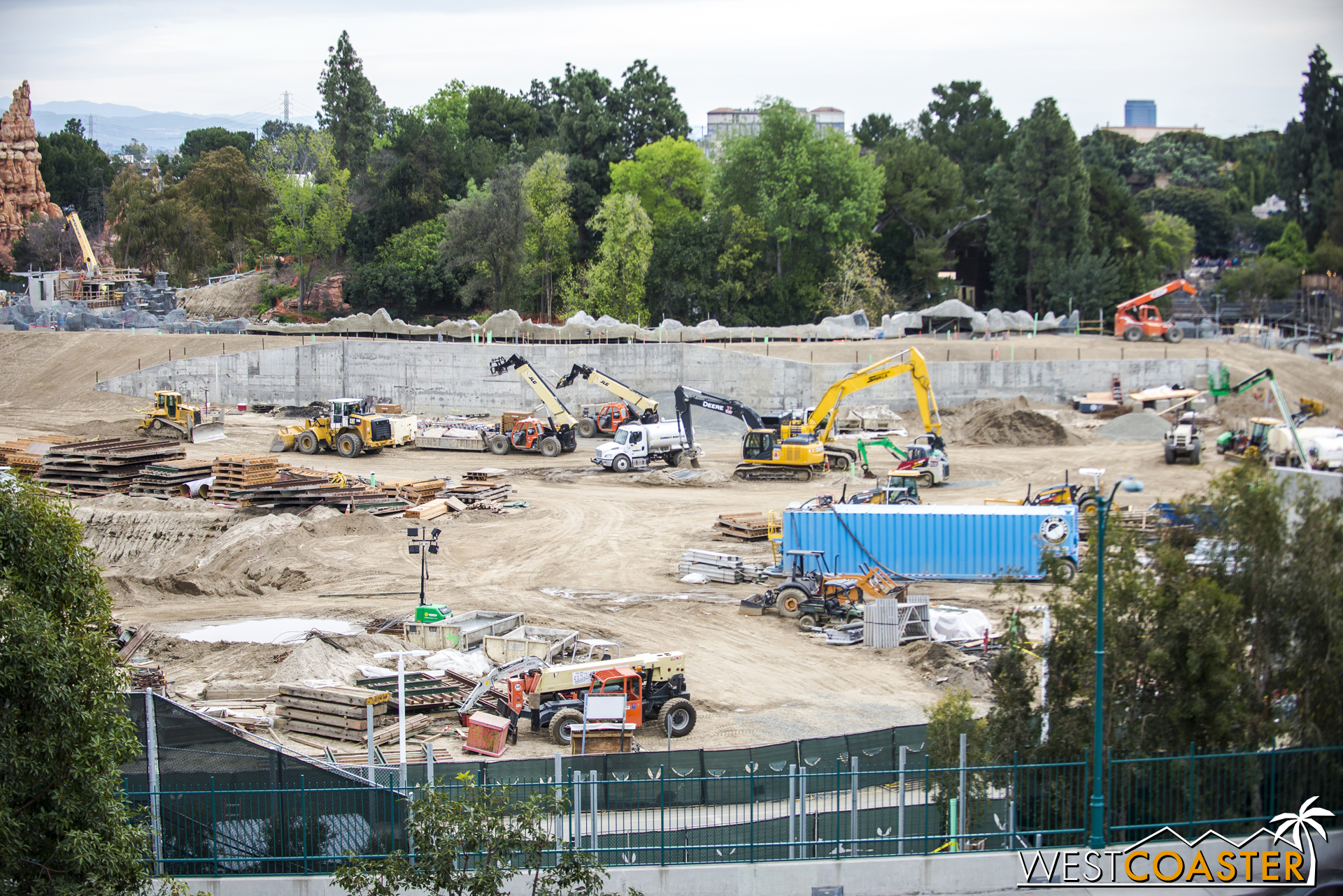 And now, to pan along the back end (front for the park, back from this angle) of the site.