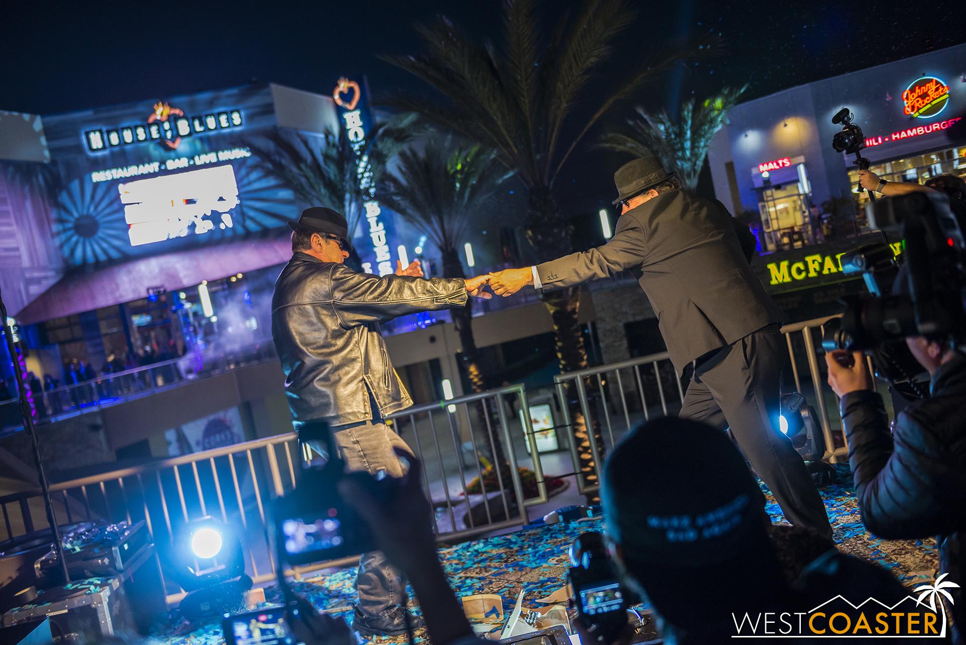 Aykroyd and Beluchi dancing.